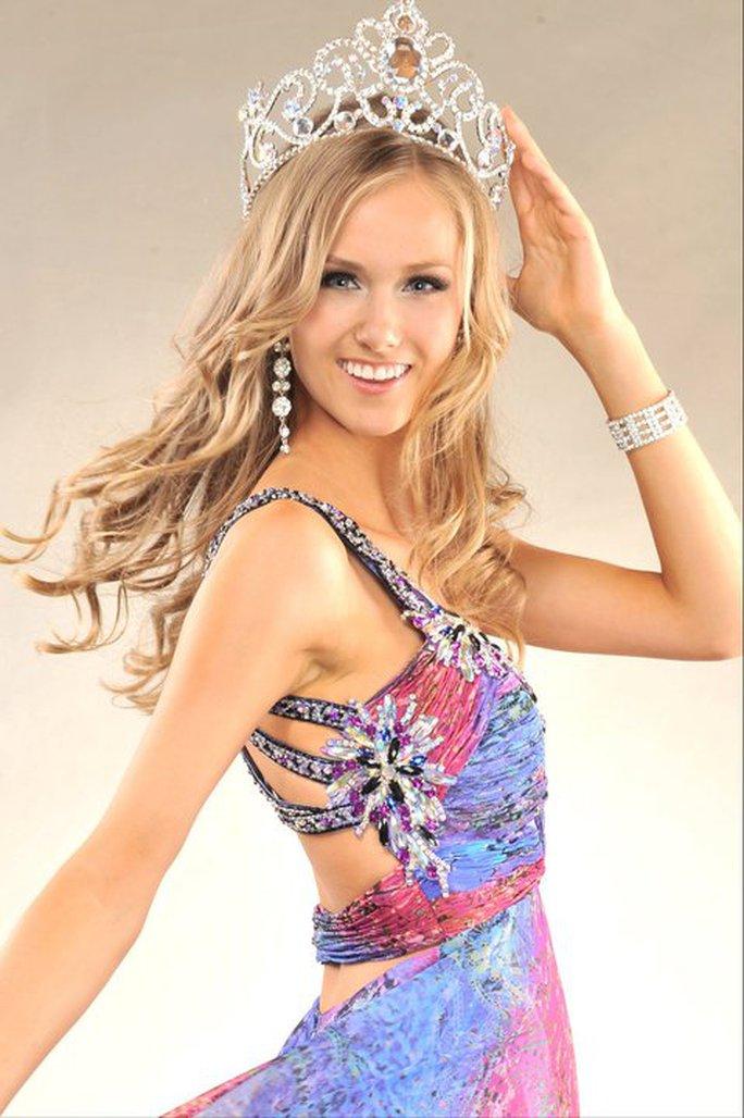 Ngắm nhan sắc tân Hoa hậu Hoàn vũ Canada - Ảnh 2.