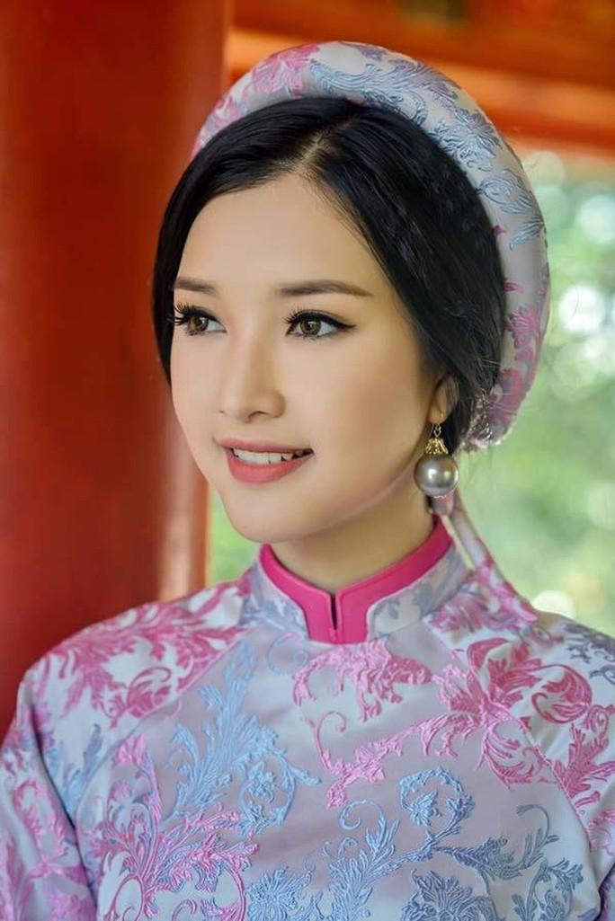 Vẻ đẹp ngọt ngào của nàng thơ xứ Huế  - Ảnh 9.