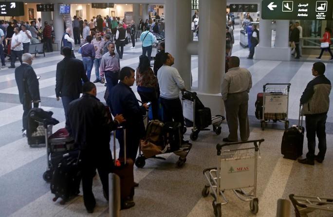 Một số nước Ả Rập kêu công dân rời khỏi Lebanon - Ảnh 1.