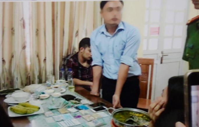 Nhà báo Lê Duy Phong khai nhận 200 triệu đồng từ Giám đốc Sở KH-ĐT Yên Bái - Ảnh 1.
