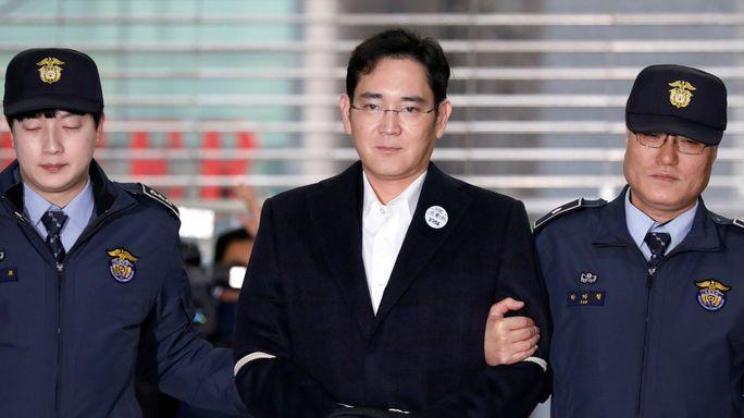 Thái tử Samsung lãnh 5 năm tù giam - Ảnh 4.