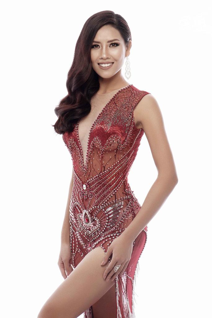 Trang phục khoe đường cong của Nguyễn Thị Loan tại Hoa hậu Hoàn vũ 2017 - Ảnh 2.