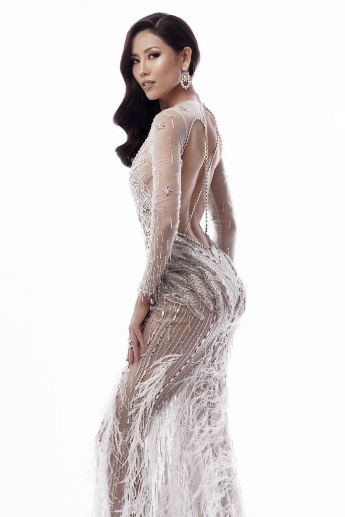 Trang phục khoe đường cong của Nguyễn Thị Loan tại Hoa hậu Hoàn vũ 2017 - Ảnh 3.