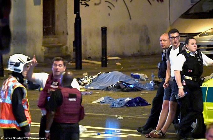 London lại hoảng hồn vi xe lao vào đám đông giữa đêm - Ảnh 2.