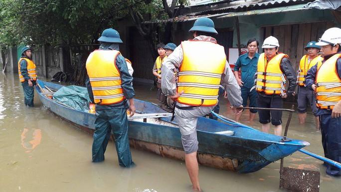 Đà Nẵng- Quảng Trị: Hàng ngàn nhà dân còn ngập sâu trong nước - Ảnh 4.