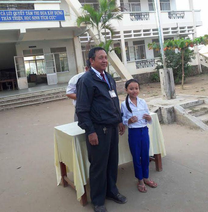 Bé đạt giải nhất IOE cấp huyện khi trường chưa dạy tiếng Anh - Ảnh 1.