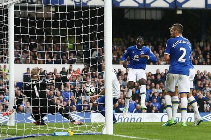 Lukaku lập cú đúp, Everton ngắt mạch thắng của Leicester