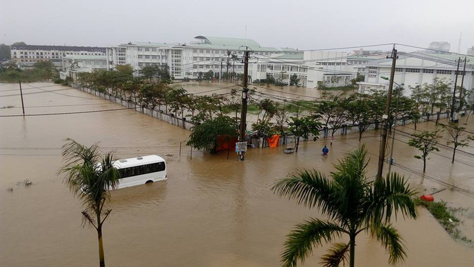 Nước lũ tại Huế lại lên, Đà Nẵng hàng ngàn hộ dân còn ngập - Ảnh 2.