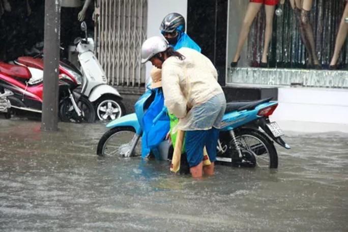 Thừa Thiên - Huế: Lũ trên sông Bồ sẽ vượt đỉnh lịch sử năm 1999 - Ảnh 8.
