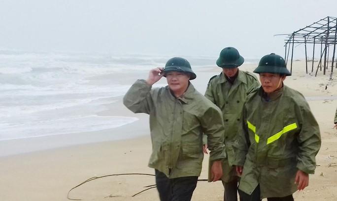 Nước lũ tại Huế lại lên, Đà Nẵng hàng ngàn hộ dân còn ngập - Ảnh 1.