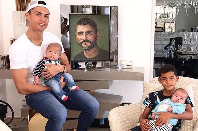 Ronaldo tưởng nhớ người cha quá cố - Ảnh 1.