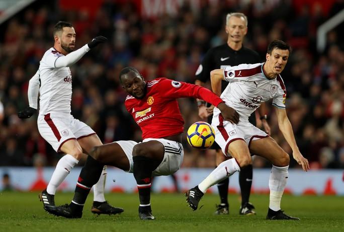Man United lo mất ngôi nhì - Ảnh 1.
