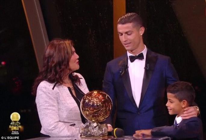 Vượt Messi và Neymar, Ronaldo đoạt Quả bóng vàng 2017 - Ảnh 2.