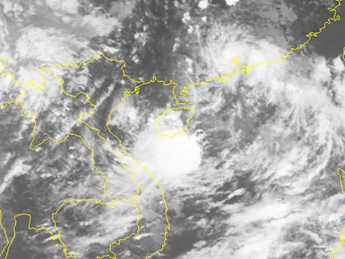 Áp thấp mạnh lên thành bão số 4, mưa to đe dọa miền Trung - Ảnh 2.