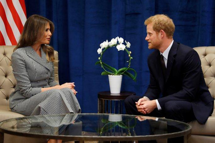 Công du một mình, bà Melania gặp Hoàng tử Harry và Thủ tướng Canada - Ảnh 2.