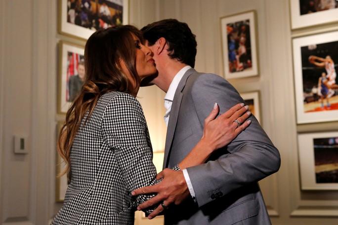 Công du một mình, bà Melania gặp Hoàng tử Harry và Thủ tướng Canada - Ảnh 5.