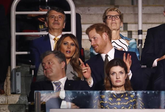 Công du một mình, bà Melania gặp Hoàng tử Harry và Thủ tướng Canada - Ảnh 8.