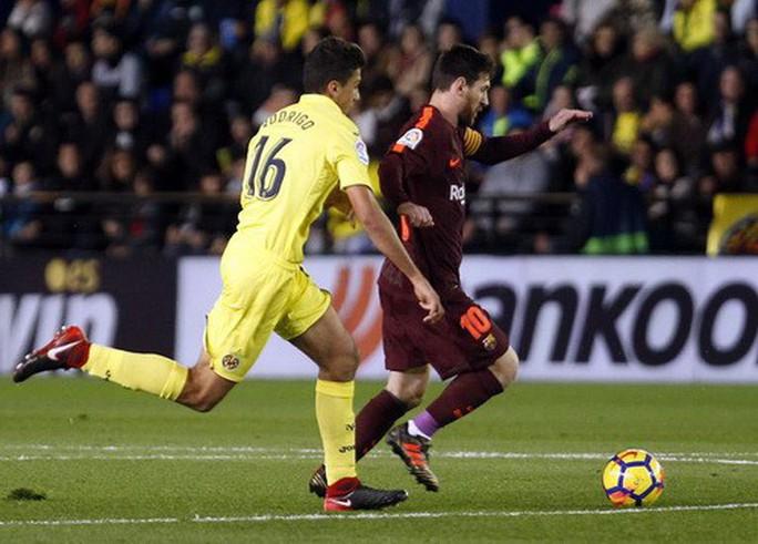 Nhấn chìm tàu ngầm vàng, Barcelona vững ngôi đầu La Liga - Ảnh 2.
