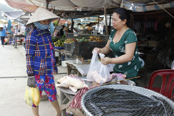 Ngày nay người dân đến Thổ Chu sinh sống đông đúc, chợ búa tấp nập, đời sống của người dân trên đảo được cải thiện nhiều.