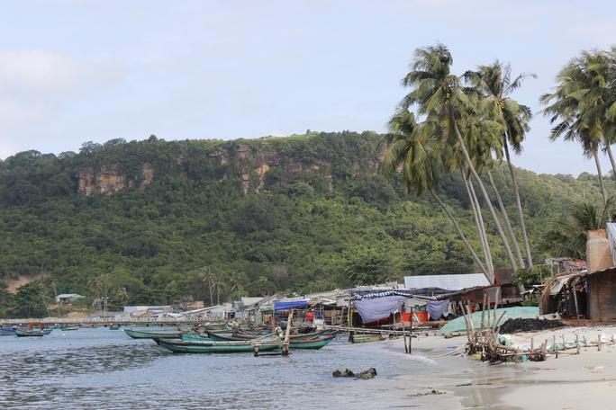 Quần đảo Thổ Chu gồm 8 hòn đảo lớn nhỏ gồm đảo Thổ Chu, hòn Từ, hòn Cao Cát, hòn Nhạn, hòn Khô, hòn Xanh, hòn Cái Bàn và hòn Đá Bạc thuộc huyện Phú Quốc (Kiên Giang). Thổ Chu là quần đảo ở cực Tây Nam của tổ quốc, có diện tích 16 km2, riêng đảo Thổ Chu có diện tích khoảng 14 km2.Thổ Chu nằm sát trên đường hàng hải quốc tế, là tuyến vận tải biển quan trọng