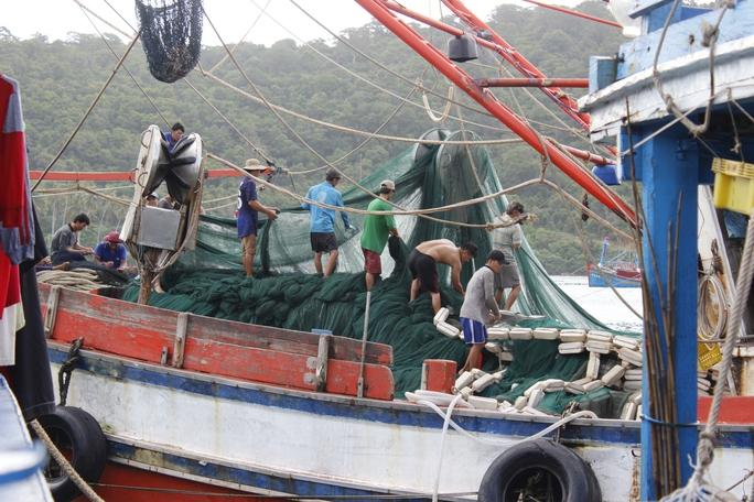 Tất bật chuẩn bị rời cảng cá Thổ Chu, ra khơi đánh bắt