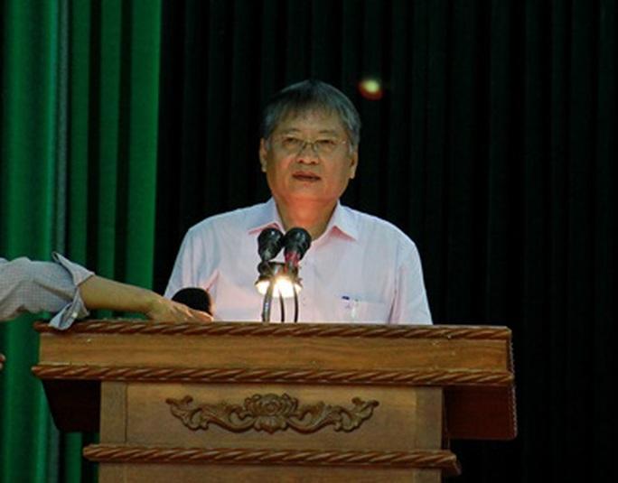 Ông Nguyễn Ngọc Tuấn trả lời câu hỏi của cử tri
