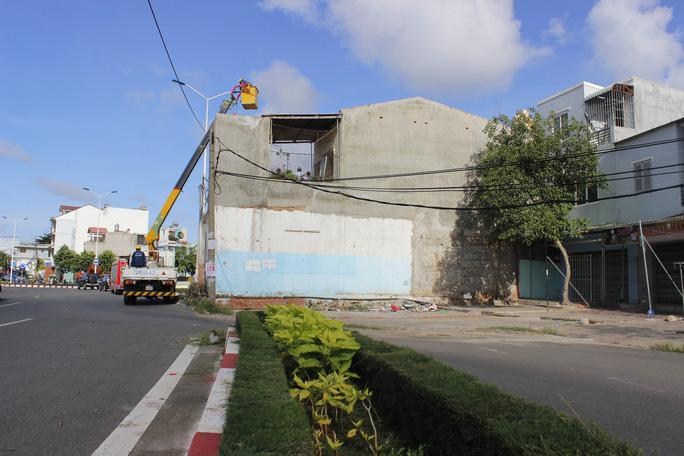 Đang cưỡng chế căn nhà cuối cùng án ngữ giữa Quốc lộ 51B - Ảnh 9.