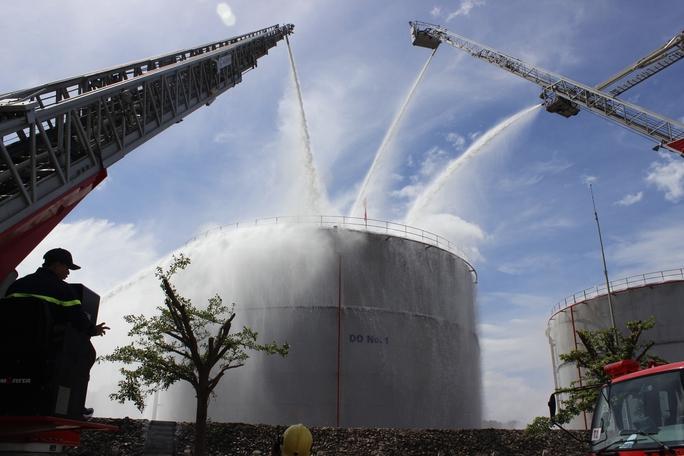 3 tỉnh, thành diễn tập chữa cháy tại Nhiệt điện Phú Mỹ - Ảnh 10.