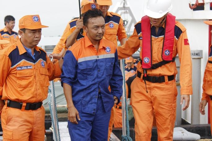 Malaysia nhờ Việt Nam cứu hộ thuyền viên bị rơi xuống biển - Ảnh 1.