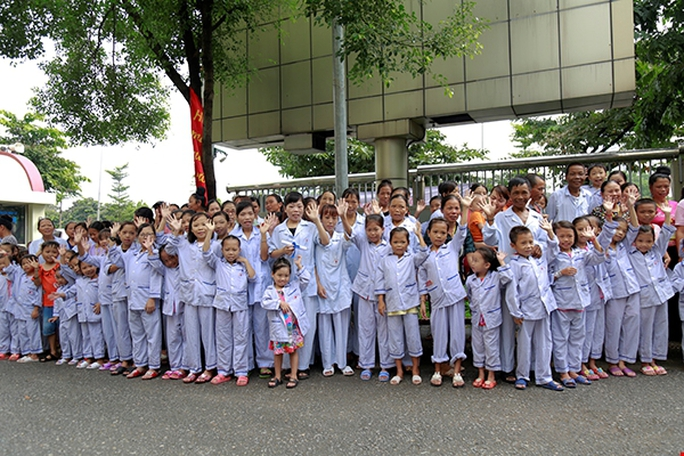 Bệnh nhân xúc động chia tay GS Nguyễn Anh Trí về hưu - Ảnh 5.