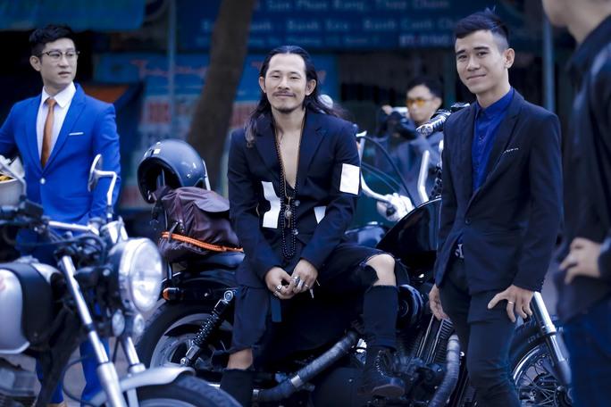 Quý ông, quý bà cưỡi mô tô, xe cổ gây quỹ từ thiện - Ảnh 9.