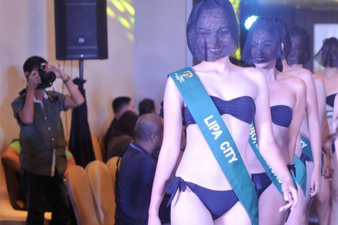 Tranh cãi việc thí sinh hoa hậu che mặt trình diễn bikini - Ảnh 1.