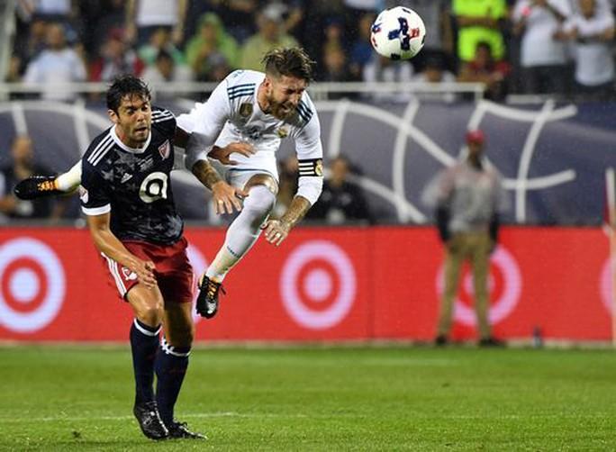 Real Madrid bị đội bóng của Kaka, Villa cầm hòa - Ảnh 1.