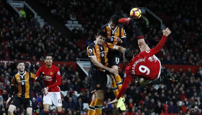Ibrahimovich (9) và các ngôi sao M.U tung 15 pha dứt điểm nhưng không ghi nổi 1 bàn vào lưới Hull CityẢnh: REUTERS