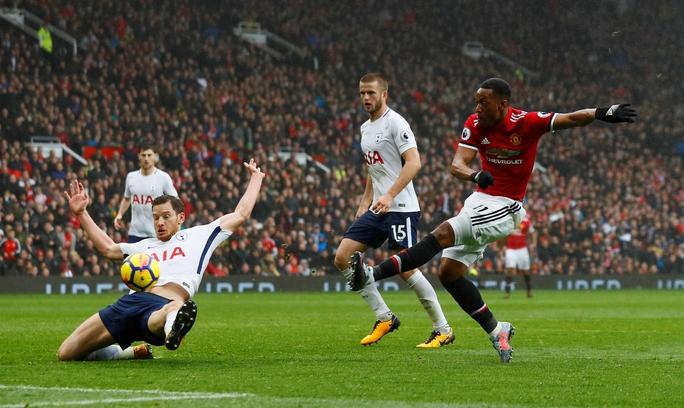 Martial hạ gục Tottenham - Ảnh 1.