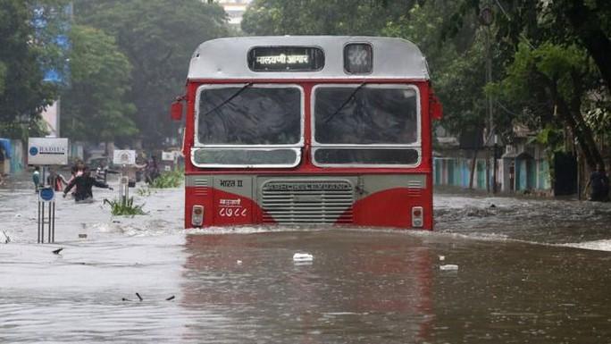 Lũ lụt tàn phá Nam Á, hơn 1.200 người thiệt mạng - Ảnh 5.