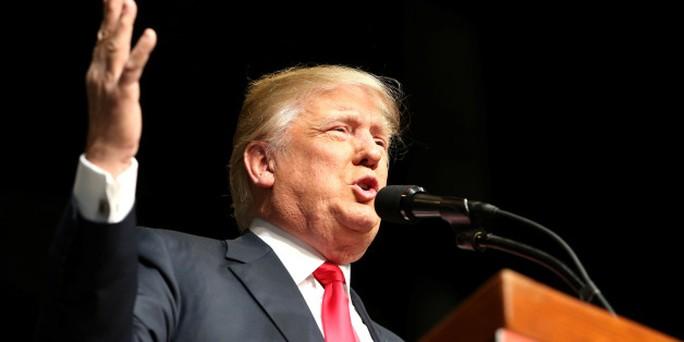 Ông Trump cho rằng sắc lệnh cấm nhập cư được đưa ra nhằm bảo vệ nước Mỹ trước mối đe dọa khủng bố. Ảnh: Reuters