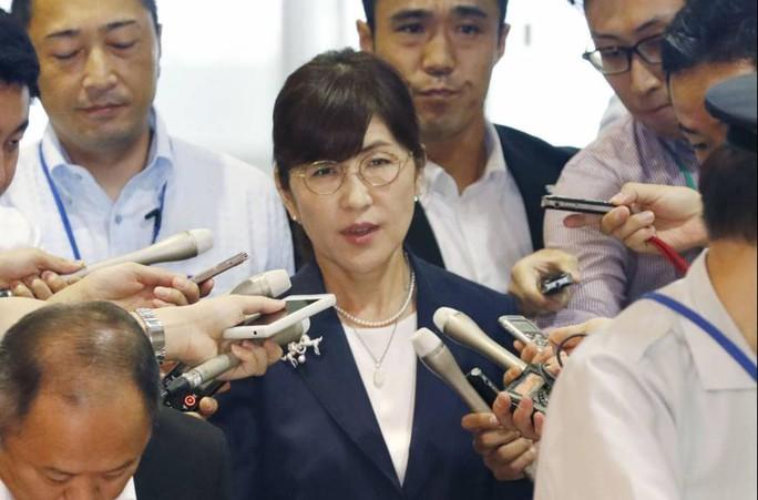 Nữ bộ trưởng quốc phòng Nhật Bản từ chức - Ảnh 1.