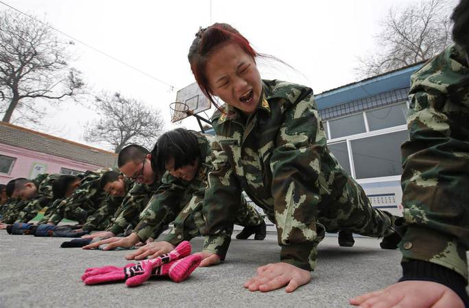 Trung Quốc: Tử vong sau 48 giờ nhập trại cai nghiện internet - Ảnh 1.