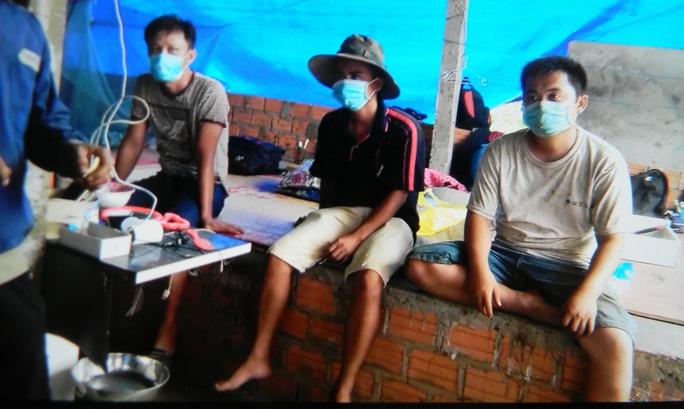 Cưỡng chế xưởng sản xuất cau chui có lao động Trung Quốc - Ảnh 2.