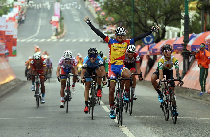 Áo vàng rơi vào tay đua Lào - Ảnh 5.