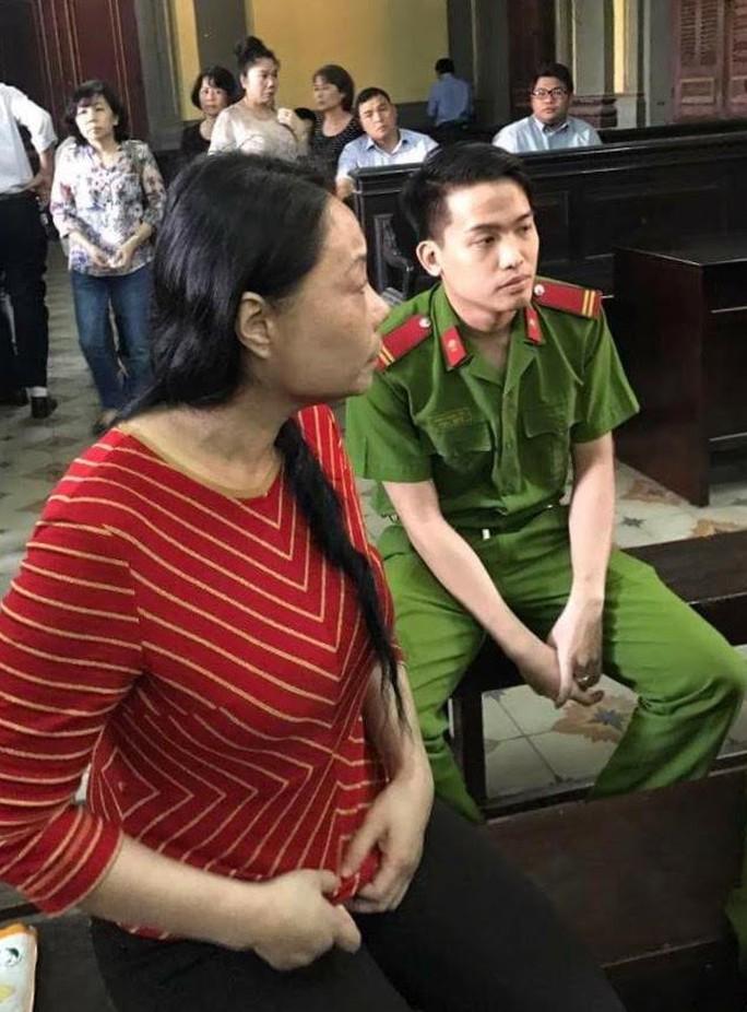 Hoa hậu quý bà Trương Thị Tuyết Nga tại tòa ngày 23-1