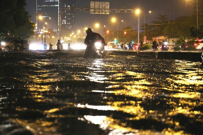 Máy bơm khủng trên đường Nguyễn Hữu Cảnh: Cần thử thêm 4 lần - Ảnh 1.