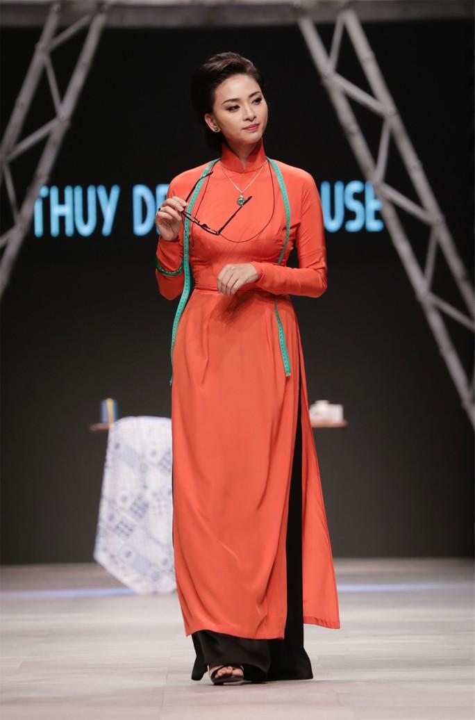 Ngô Thanh Vân đẹp cuốn hút trong áo dài xưa - Ảnh 1.