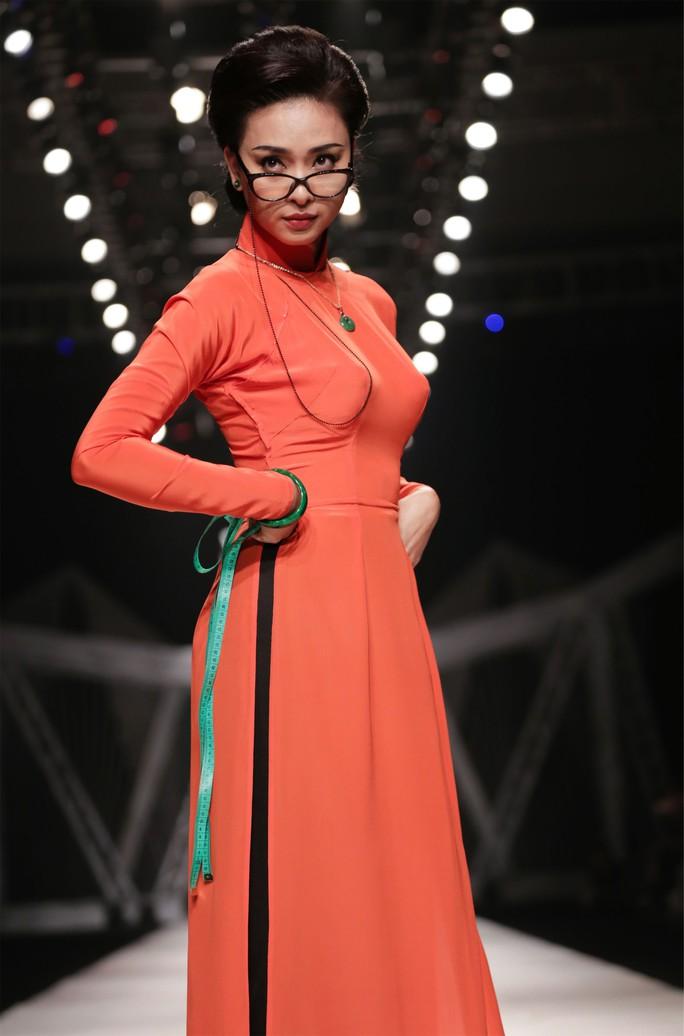 Ngô Thanh Vân đẹp cuốn hút trong áo dài xưa - Ảnh 2.