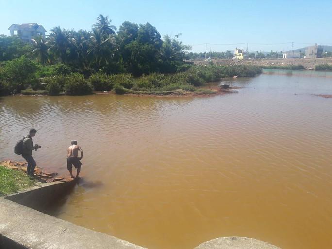 Sông Cu Đê tiếp tục đục ngầu kèm theo hiện tượng cá chết - Ảnh 3.