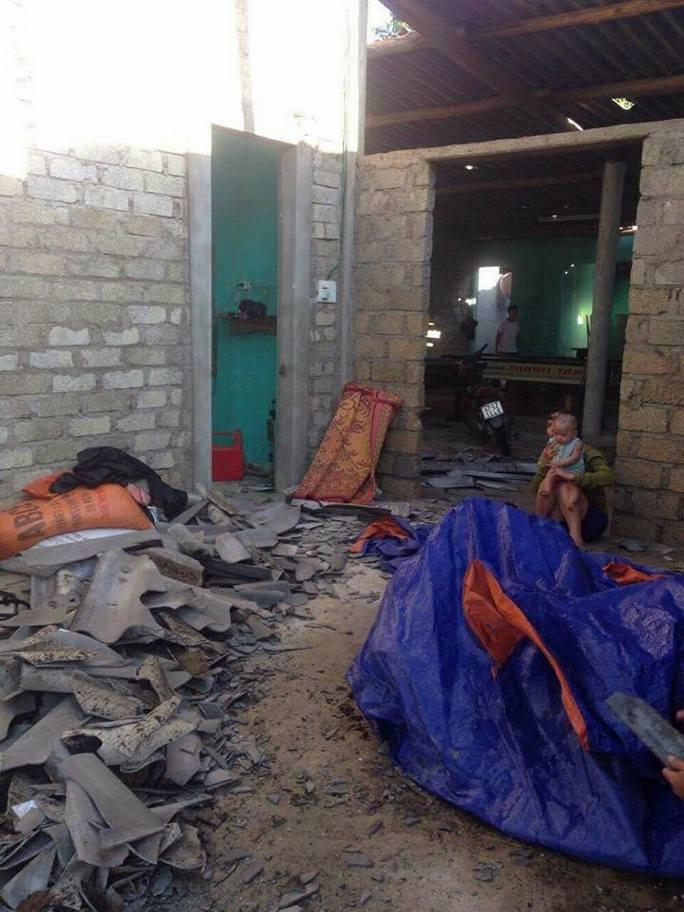 Lốc xoáy hốt 120 mái nhà của người dân trong 10 phút - Ảnh 2.