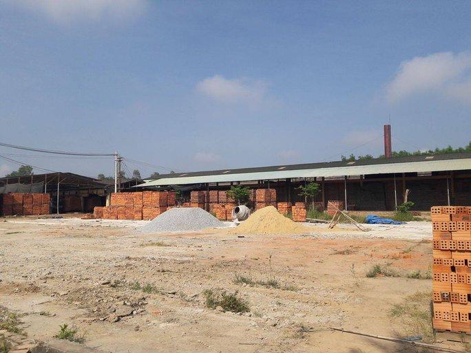 Nhà máy Sản xuất gạch Tuynel Phúc Nguyên Sơn gây ô nhiễm cho gần 100 hộ