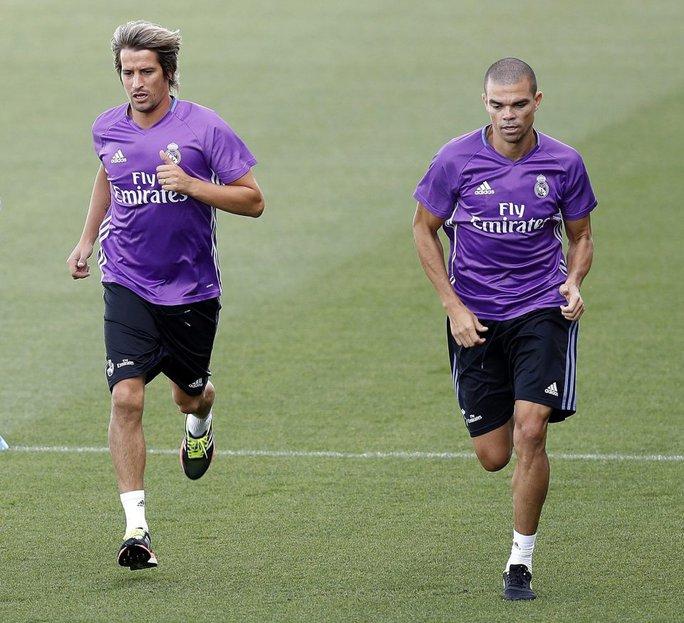 Zidane lại đưa con trai lên đội 1 Real  - Ảnh 4.