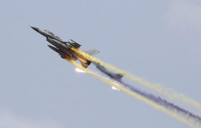 Chiến đấu cơ RF-16 của Hàn Quốc trong buổi tập trận. Ảnh: EPA